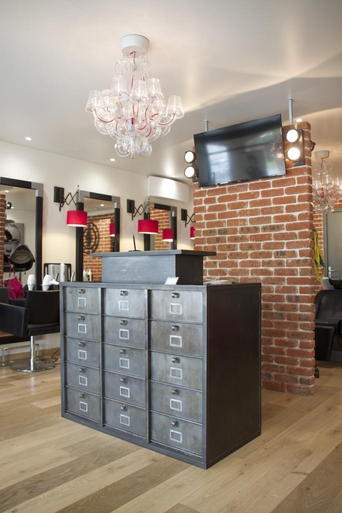 am nagement d 39 un salon de coiffure style industriel. Black Bedroom Furniture Sets. Home Design Ideas