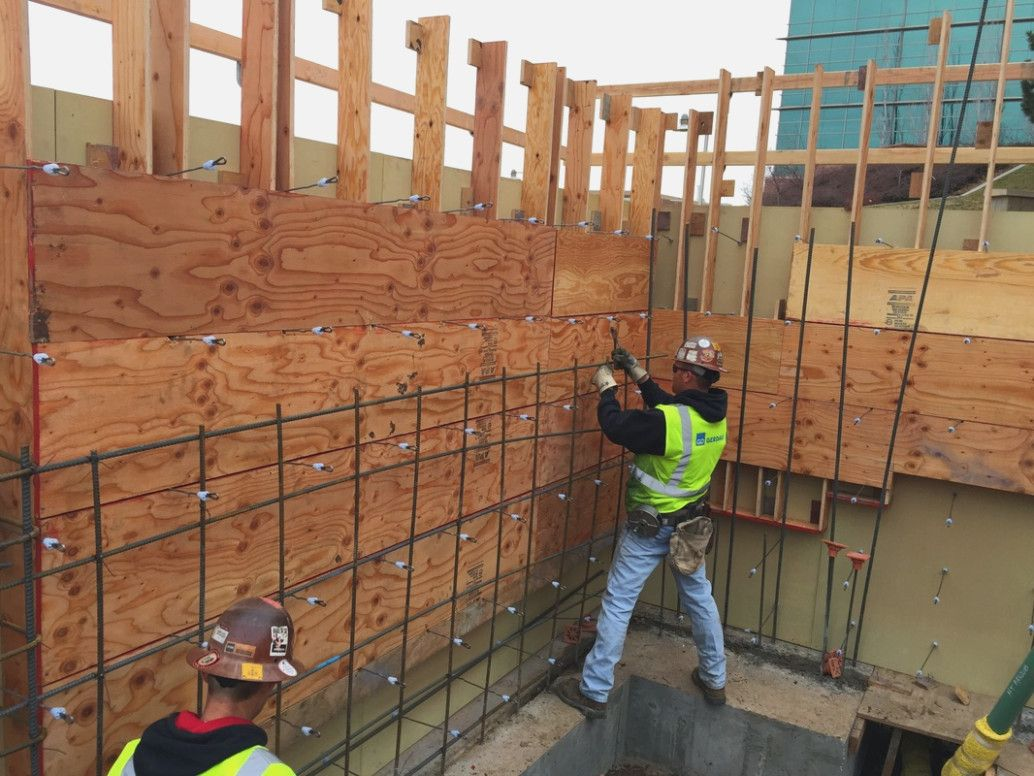 Concrete Formwork Tips And Pictures Constructorator Concrete Wall Ties For Plywood Forms In 2020 Concrete Wall Concrete Block Walls Concrete