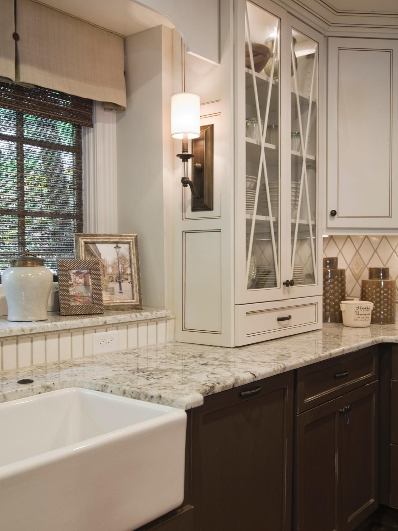 Country Kitchen Coral Springs Subtle Variations In Color Give This Kitchen A Natural Elegance