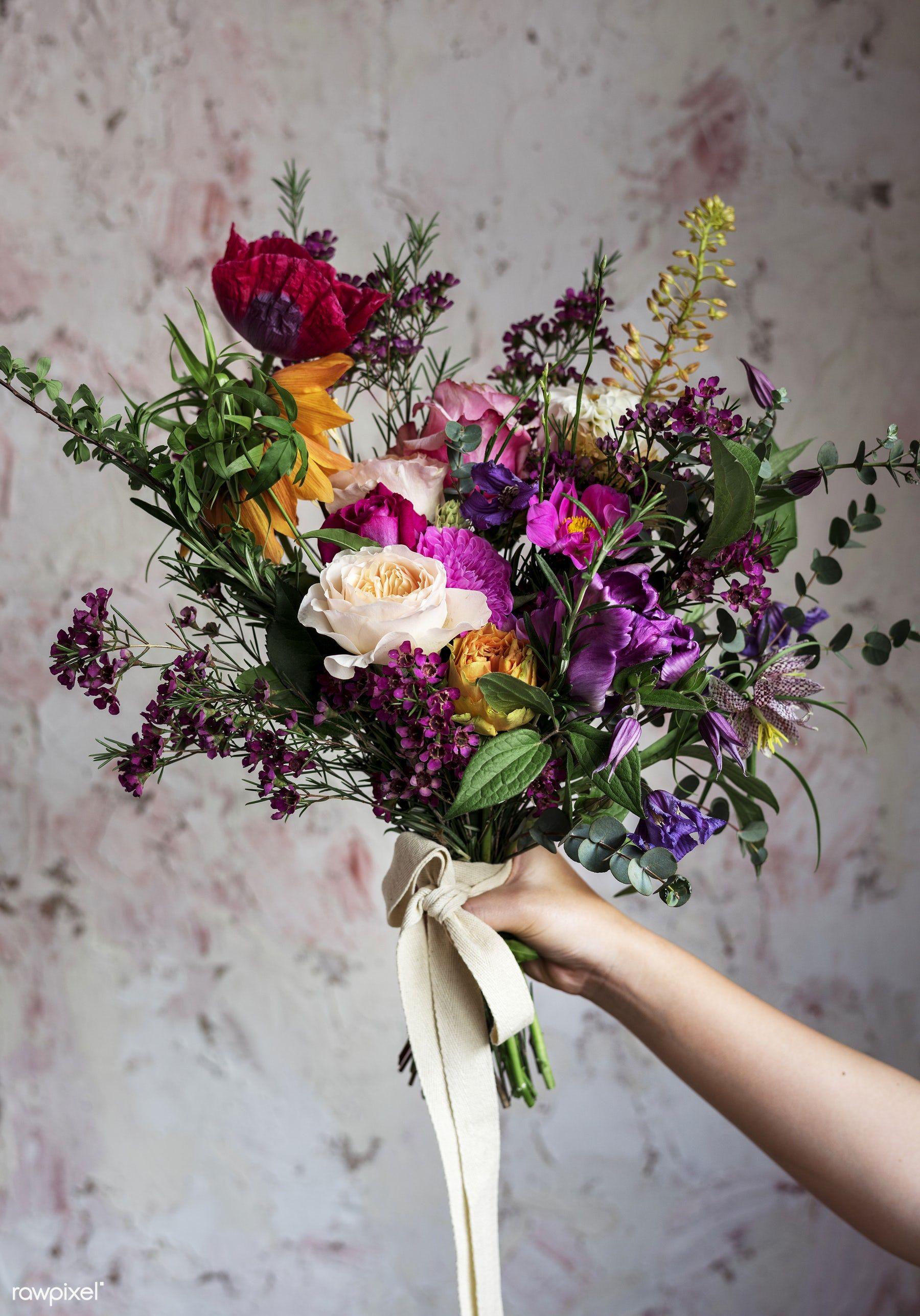 Peopl Hand Holding Beautiful Flowers Bouquet Premium Image By