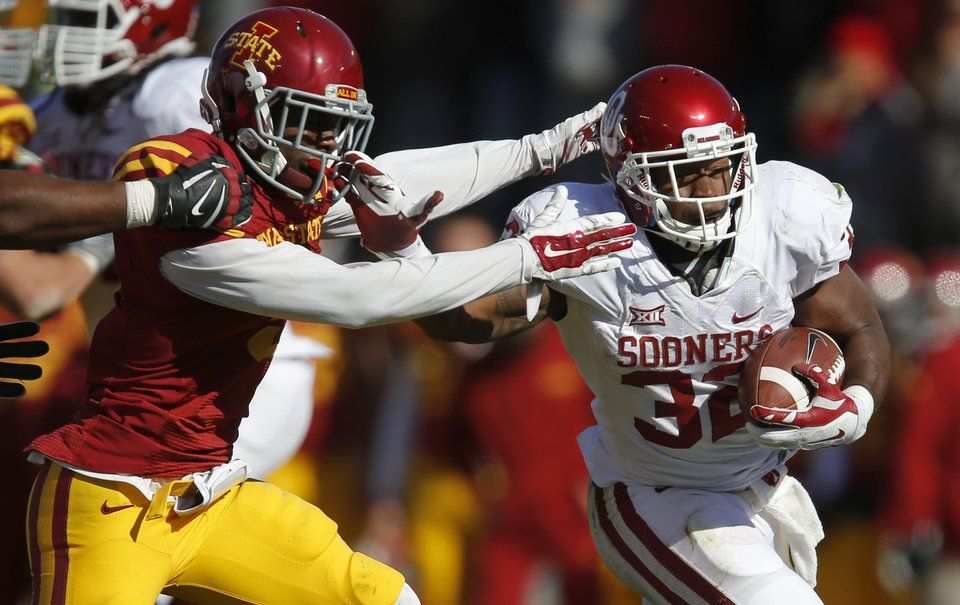 Oklahoma S Samaje Perine 32 Fights Off Iowa State S Kenneth Lynn 8 During A College Ou Sooners Football College Football Games Oklahoma Football