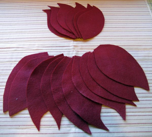 PB Poinsettia Pillow by the Crafty Quilter