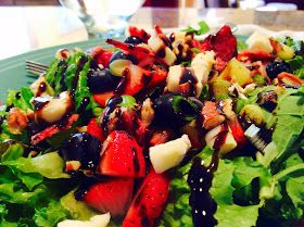 Berry Brie Balsamic Bacon Salad