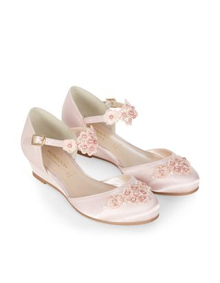 Pearl Flower Crochet Wedge Shoes