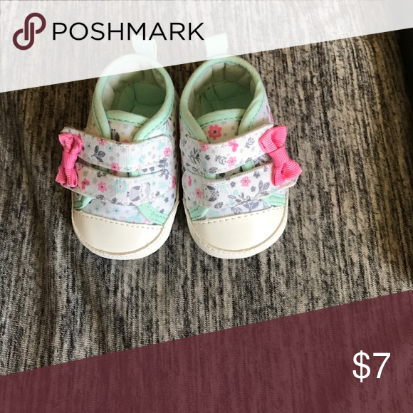 Floral crib shoe Never worn Shoes Baby & Walker Crib