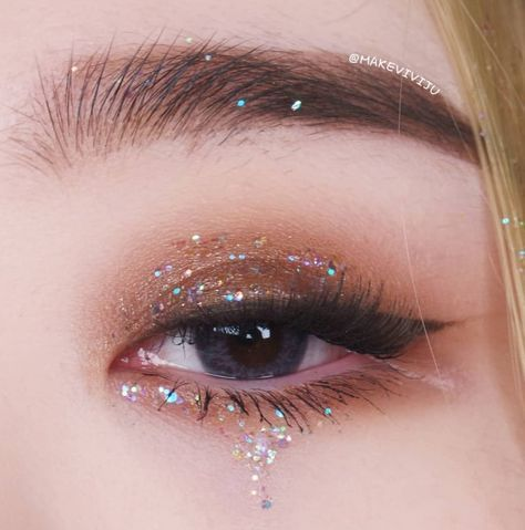 Photo of Pearlescent Sequin Matte Eyeshadow Palette