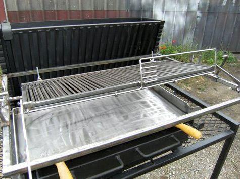 vente barbecue gril vertical bbq en fer forg fabrication fran aise la forge salers art. Black Bedroom Furniture Sets. Home Design Ideas