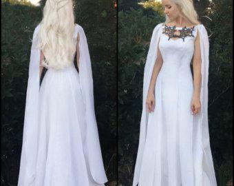 Photo of Ähnliche Artikel wie Game of Thrones White Daenerys Dragon Dress With Cape – Cosplay Costume auf Etsy