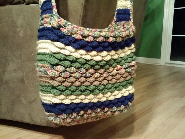 Ravelry: Spring Petals Messenger Tote pattern by Susan Gater
