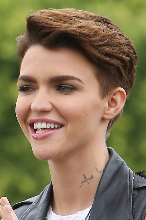 Ruby Rose Straight Medium Brown Choppy Layers Hairstyle Steal Her Style In 2020 Ruby Rose Hair Ruby Rose Haircut Ruby Rose