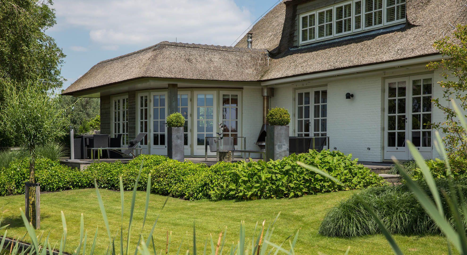 Rodenburg tuinen villatuin in de polder met uitzicht op sloten en