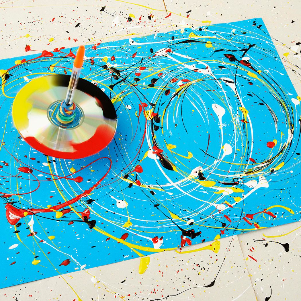 Family howto make a paintsplattering spinning top