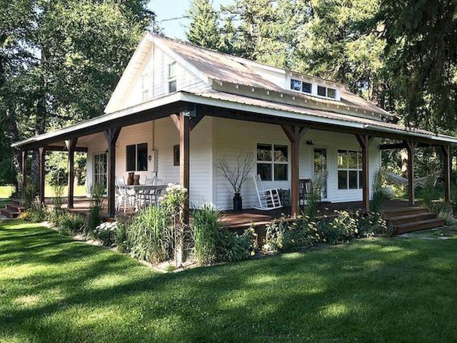 25 Rural Farmhouse Cottage Design Ideas With Artistic Touch Decorrea Com Modern Farmhouse Exterior Small House Exteriors Farmhouse Exterior