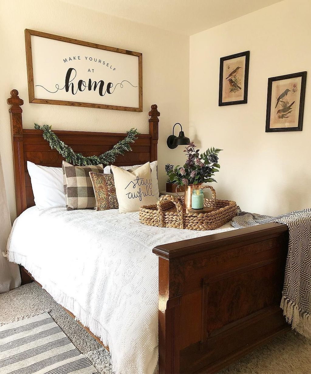 46 Gorgeous Guest Bedroom Decoration Ideas Homyhomee Small Guest Bedroom Guest Bedroom Decor Guest Bedroom
