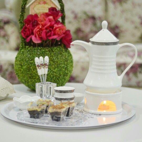 و كمية السعادة تكمن في الغرق داخل فنجان قهوه Coffee Table Decorations Decor