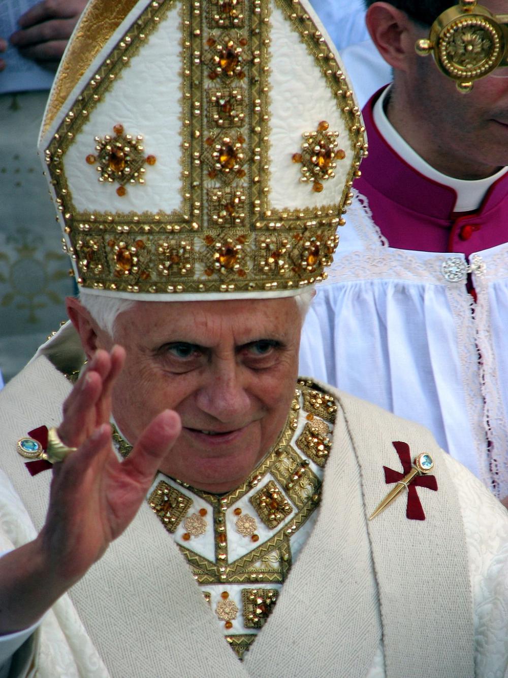 Visita Di Papa Benedetto Xvi A Genova 2008 05 18 Primo Piano Di Benedetto Xvi Mitre Wikipedia Bishop Hat Mitered Christian Devotions