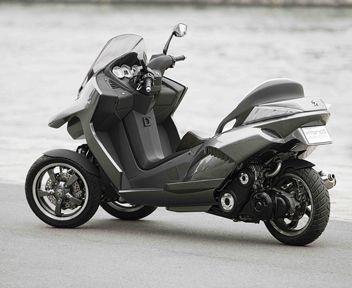 FOTO: Peugeot Hybrid3 Evolution, concept ibrido a tre ruote