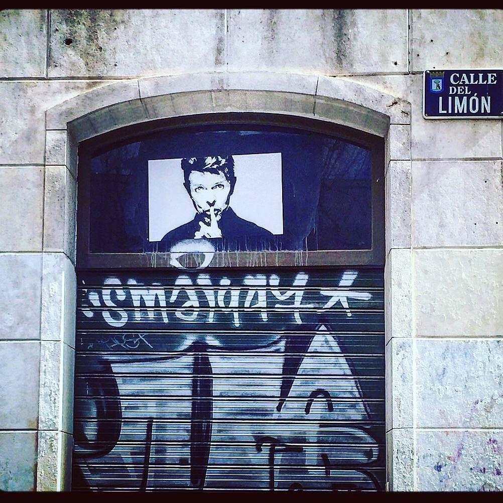 @conradreviriego  Calle Limón - Conde Duque - Madrid #callelimon #madrid #condeduque #condeduquegente #bowie #davidbowie #calle #street #spain #españa #streetart #streetphotography #travel #viajes by condeduquegente