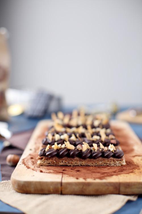 Dacquoise aux noisettes, praliné feuilleté et ganache chocolat #dacquoisenoisette