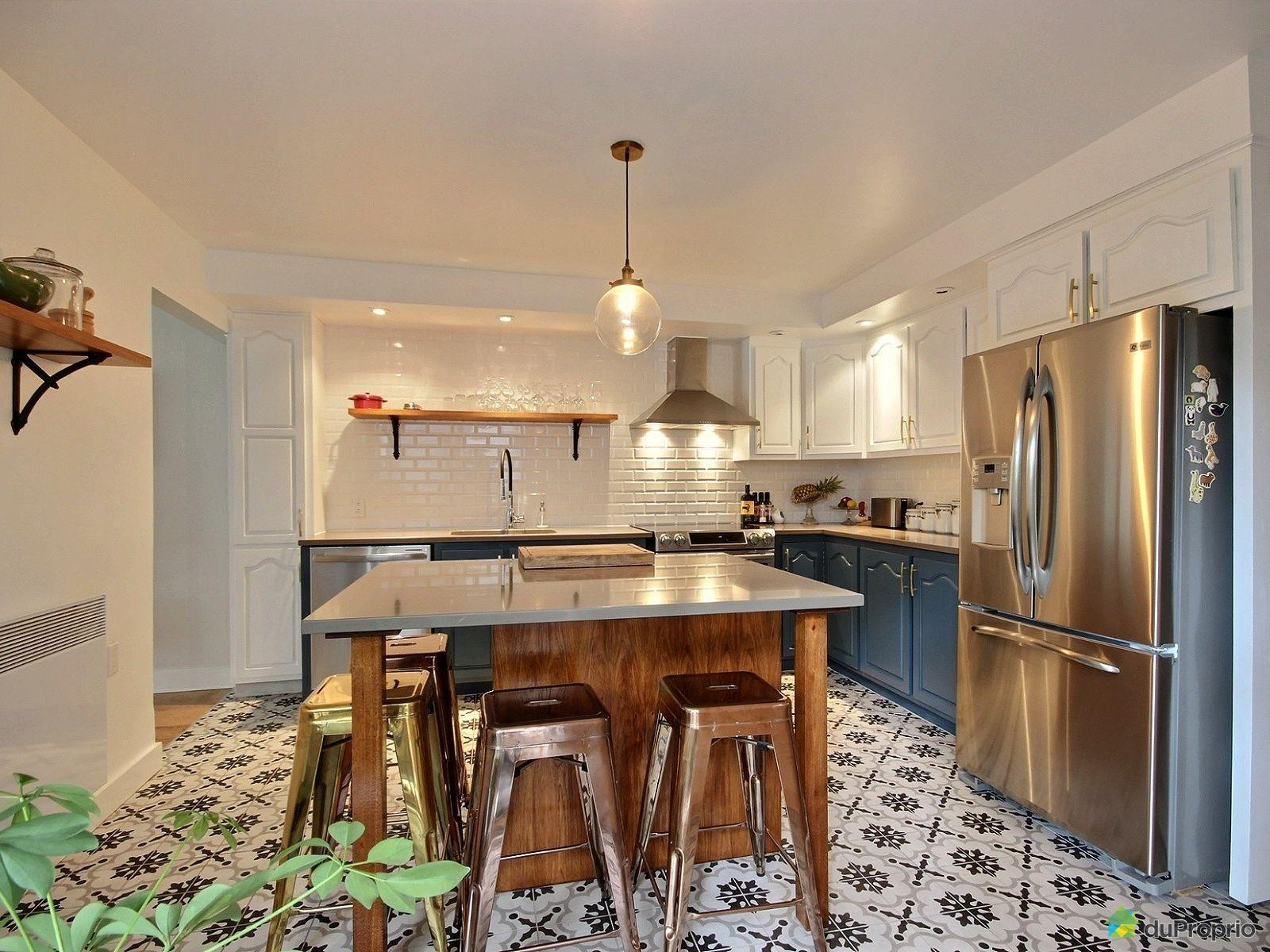 Tr s belle cuisine contemporaine avec un lot rustique on aime la c ramique blanche au dosseret - Belles cuisines contemporaines ...