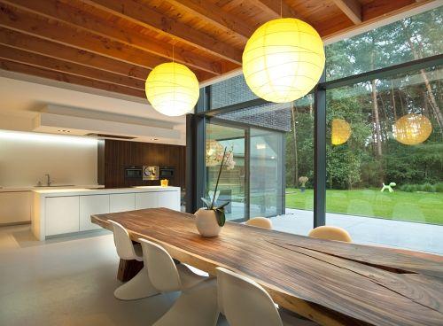 Eetkamer u keuken u trendy u modern u gietvloer u houten eettafel