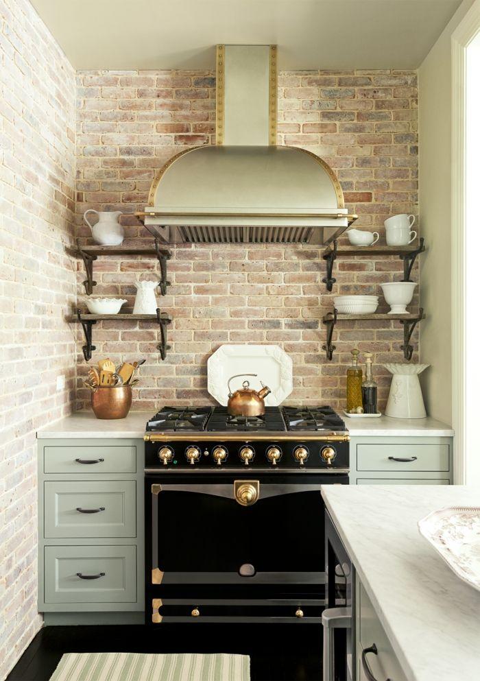 cocinas rusticas, cocina pequeña con pared de ladrillo, horno negro