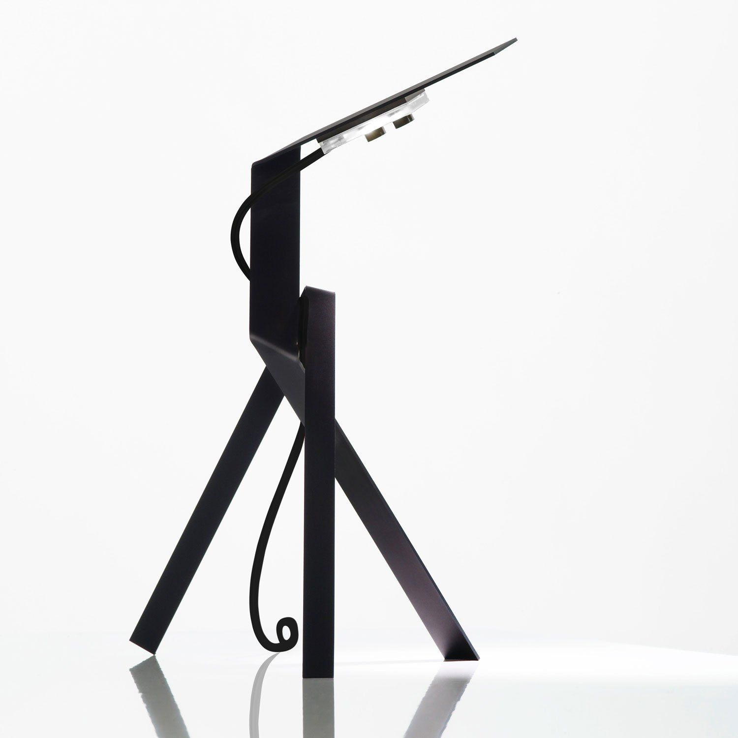 The Jetzt table lamp fromIngo Maurer has been designed by Axel Schmid for Ingo Maurer in 2009. This futureistic table lamp is made of anodized aluminum and is available in three colors, black, blue and gold. Cable in matching color with switch. Lamping is 2 X 2.4W warm white LED's 3000 Kelvin. Manufacturer Model number(s) Jetzt Table Lamp Dimensions in inches and cm Height: 14
