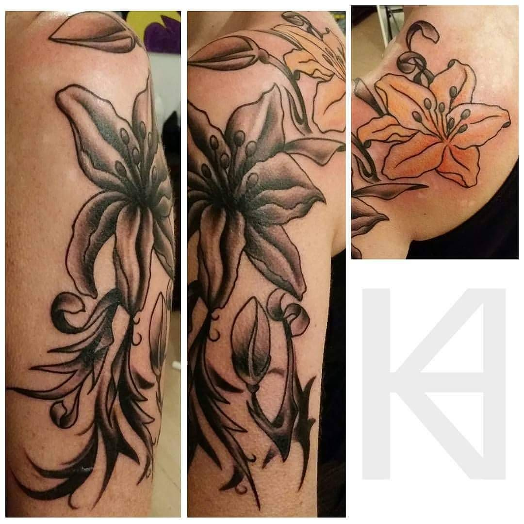 Lillies and filling by @tattoosbykryss bit of space next week 07596237438 or worcestertattoostudio@hotmail.co.uk for more information