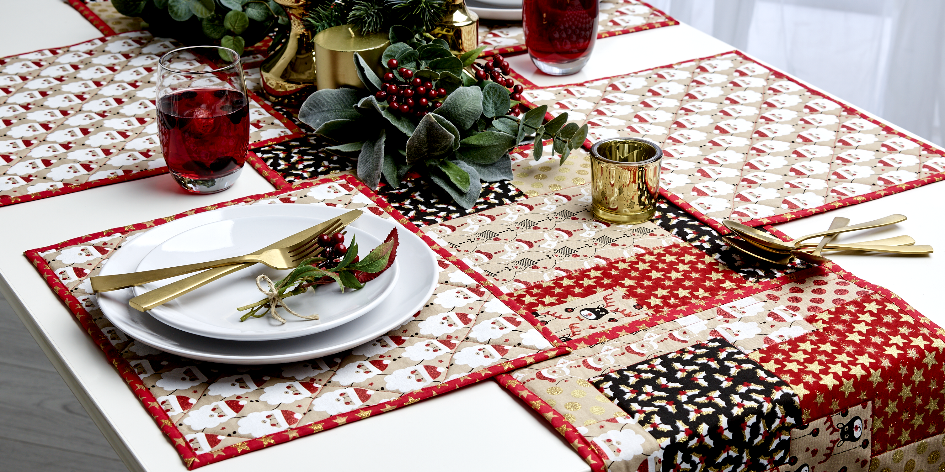 Impress The Family And Friends This Christmas With Some Placemats And Table Decorations Made By Yours Truly Find All Y Crafts Festive Tables Table Decorations