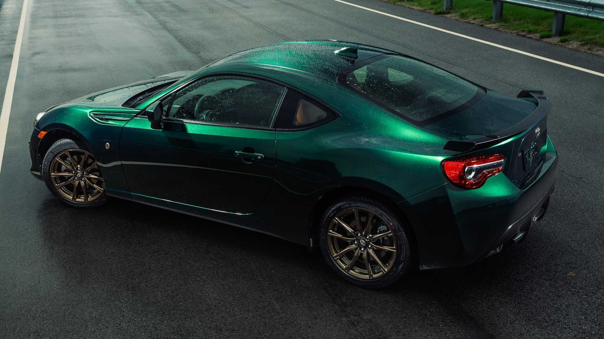 The 2020 Toyota 86 Hakone Edition Sports Car Features A Striking Green Exterior Paint 17 Inch Twisted Spoke Bronze Wheels A Black Spoil Toyota 86 Toyota Japanese Cars