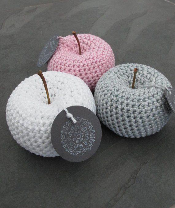 Crocheted apples, Häkelobst, crocheted fruit, crochet apple, beautiful and homemade, Schoenselbstgemacht, Schönundselbstgemacht #hækletjul