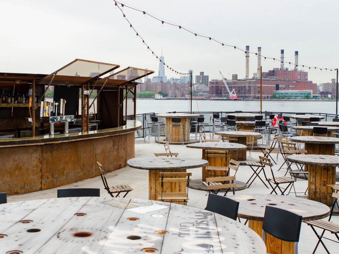Best Outdoor Bars Brooklyn Rooftops Beer Gardens More Jetsetter Beer Garden Rooftop Restaurant Beer Garden Ideas