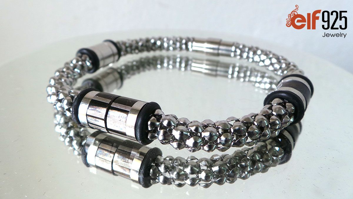Lightweight stainless steel bracelet for men with magnet lock made