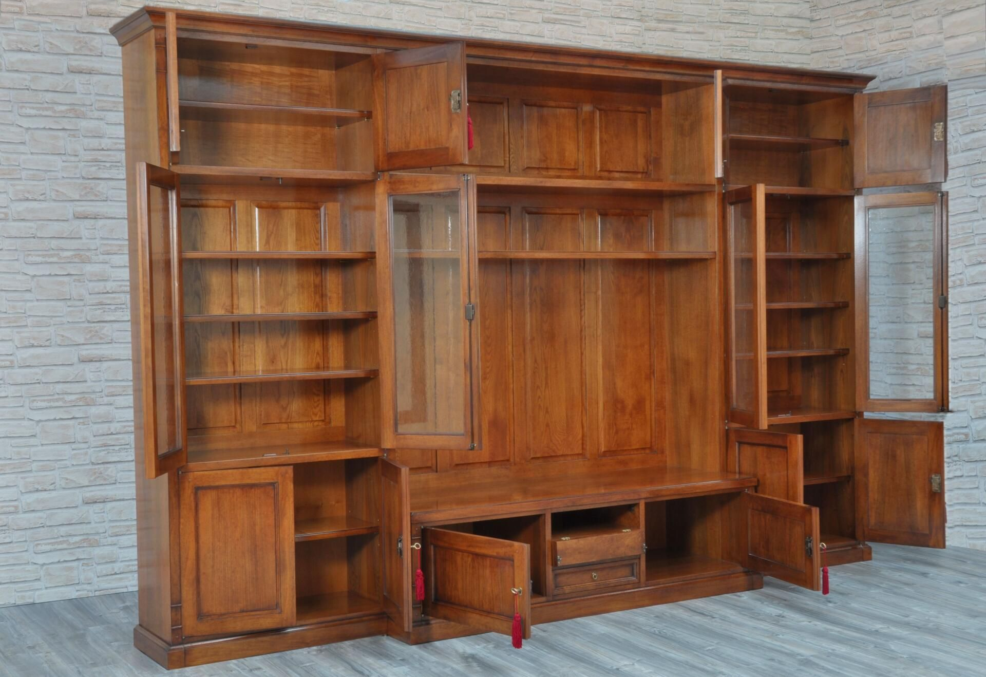 Libreria porta tv di grandi dimensioni costruita in stile