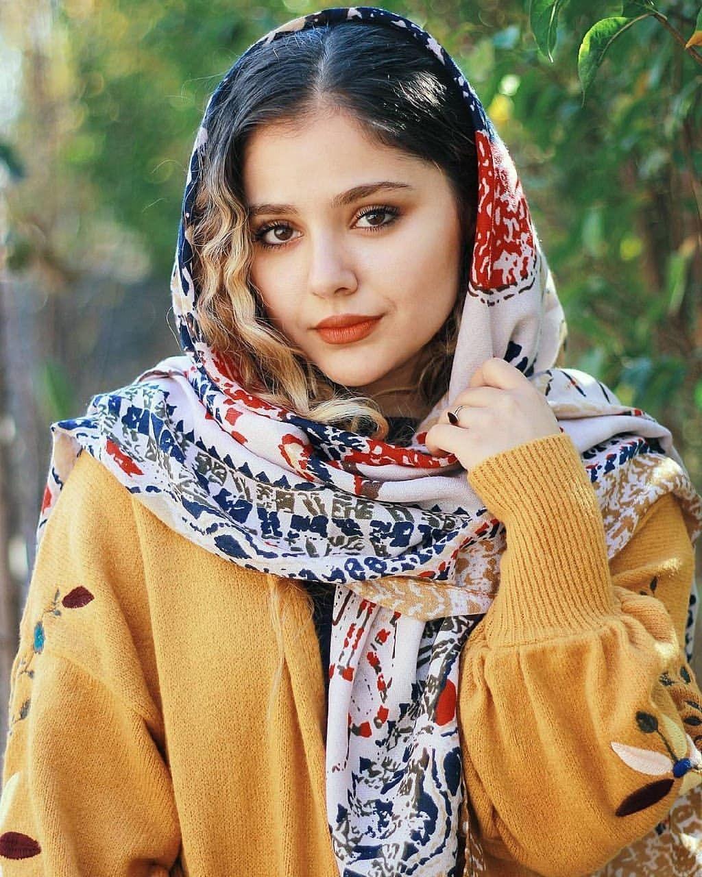 Iranian Beautiful girls panosundaki Pin