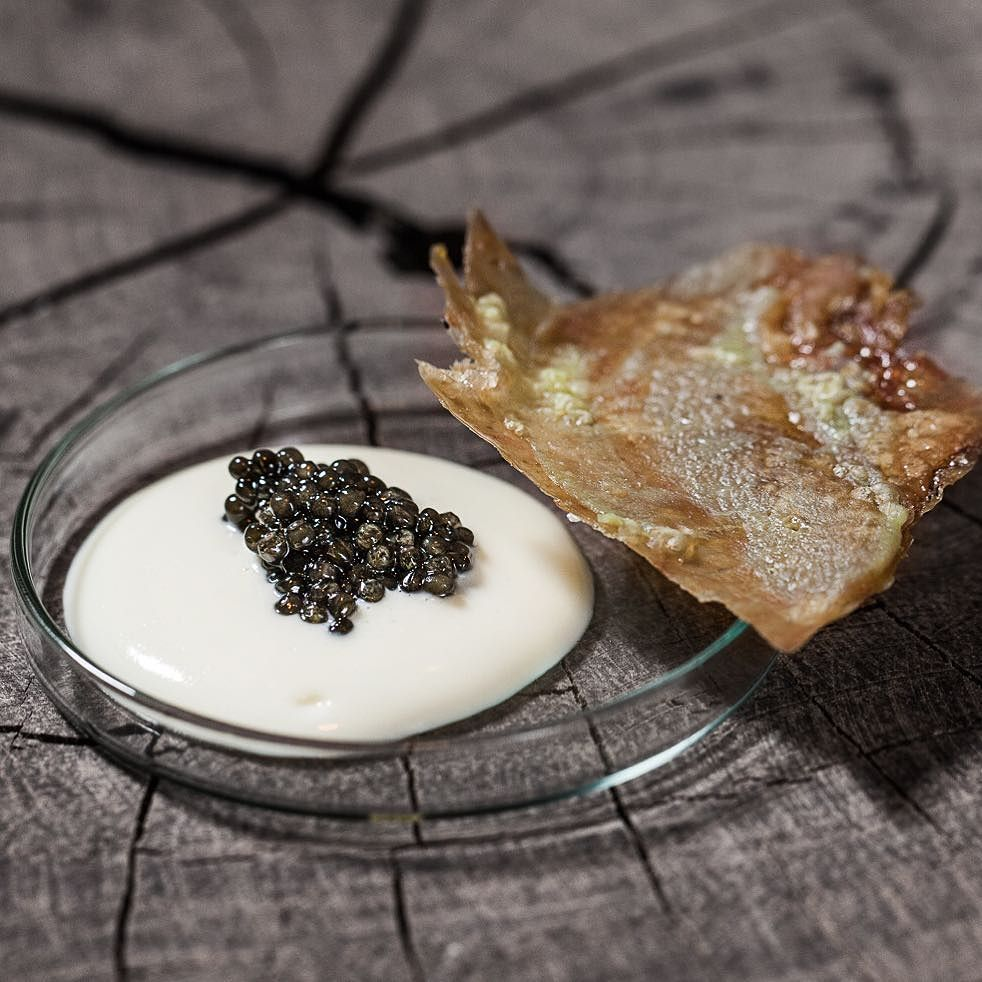 Crispy chicken - Marrow - Baerii Caviar  #Caviardinner #Frederikshøj #Aarhus #WassimHallal @christiangadient #Theartofplating #Chefsofinstagram #Yummi #foodporn #foodgasm #foodiegram #instafood #chef #instaart #Pearls #Caviar #Chefstalk #GoldSelection #lifeisbeautiful #foodart #rossinicaviar #cheflife #foodpic #foodphoto #foodshoot #gastrogram #finedinning #gourmet #michelin #michelinchef  by @raisfoto by rossinicaviar