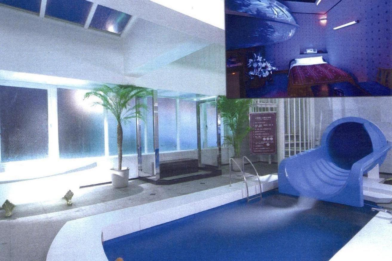 Love hotel themed room: water slide!! Au Japon comme chez soi: Les ...