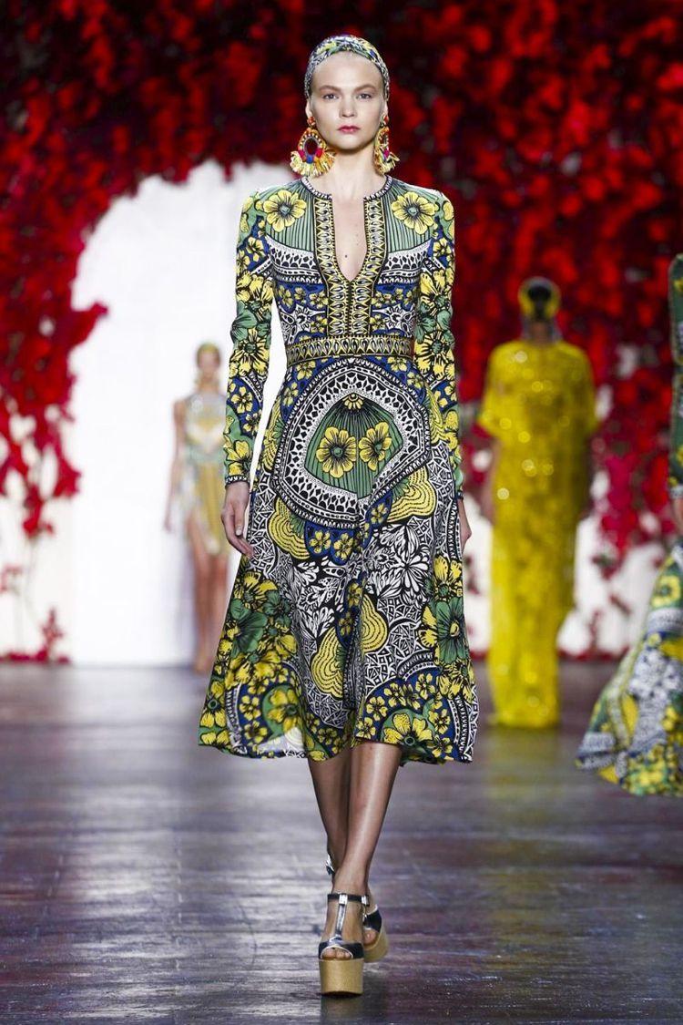 #afrikanische Mode Kopftuch #Kleid knielang bunte #Naturmotive #afrikanischemode #afrikanische Mode Kopftuch #Kleid knielang bunte #Naturmotive #afrikanischemode