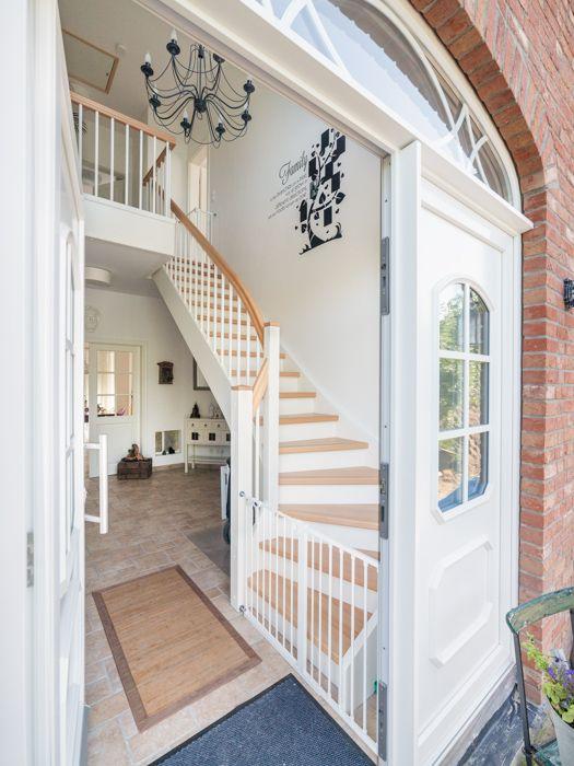 Treppen in massivholz echtholzfurniere oder eine for Friesenhaus modern einrichten