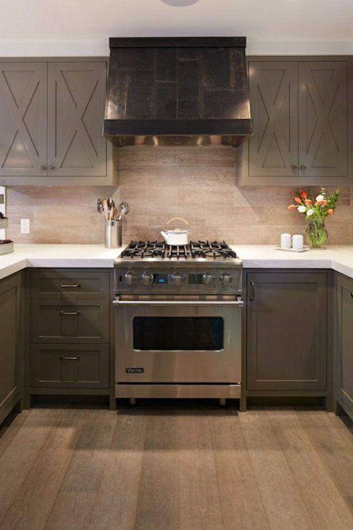 Idée relooking cuisine \u2013 une cuisine moderne de couleur taupe