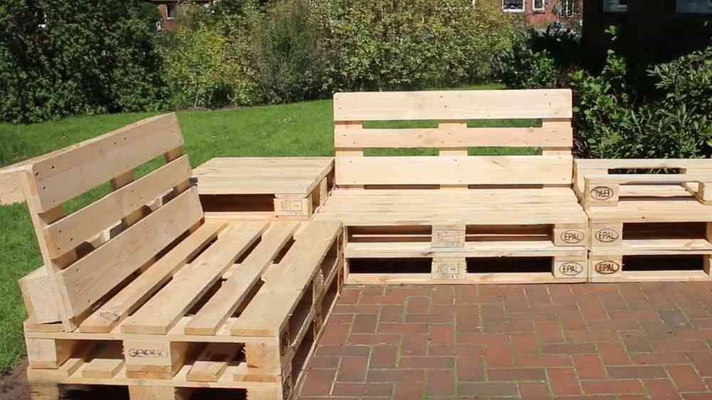 Tisch Sessel Aus Paletten Bauen Diy Anleitung Video Diy Gartenmobel Aussenmobel Mobel Aus Paletten