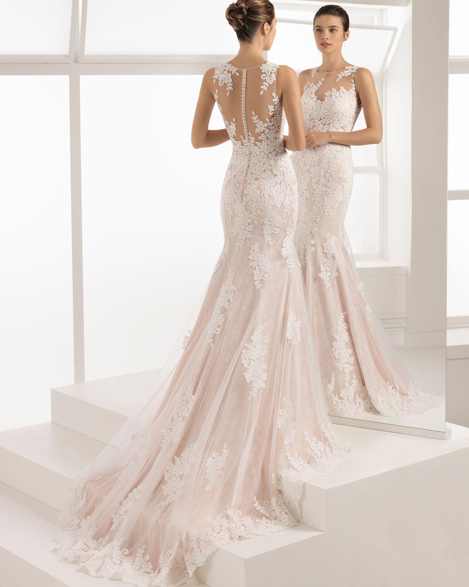 Ecru wedding dress  Romantisches Brautkleid aus transparenter Spitze mit