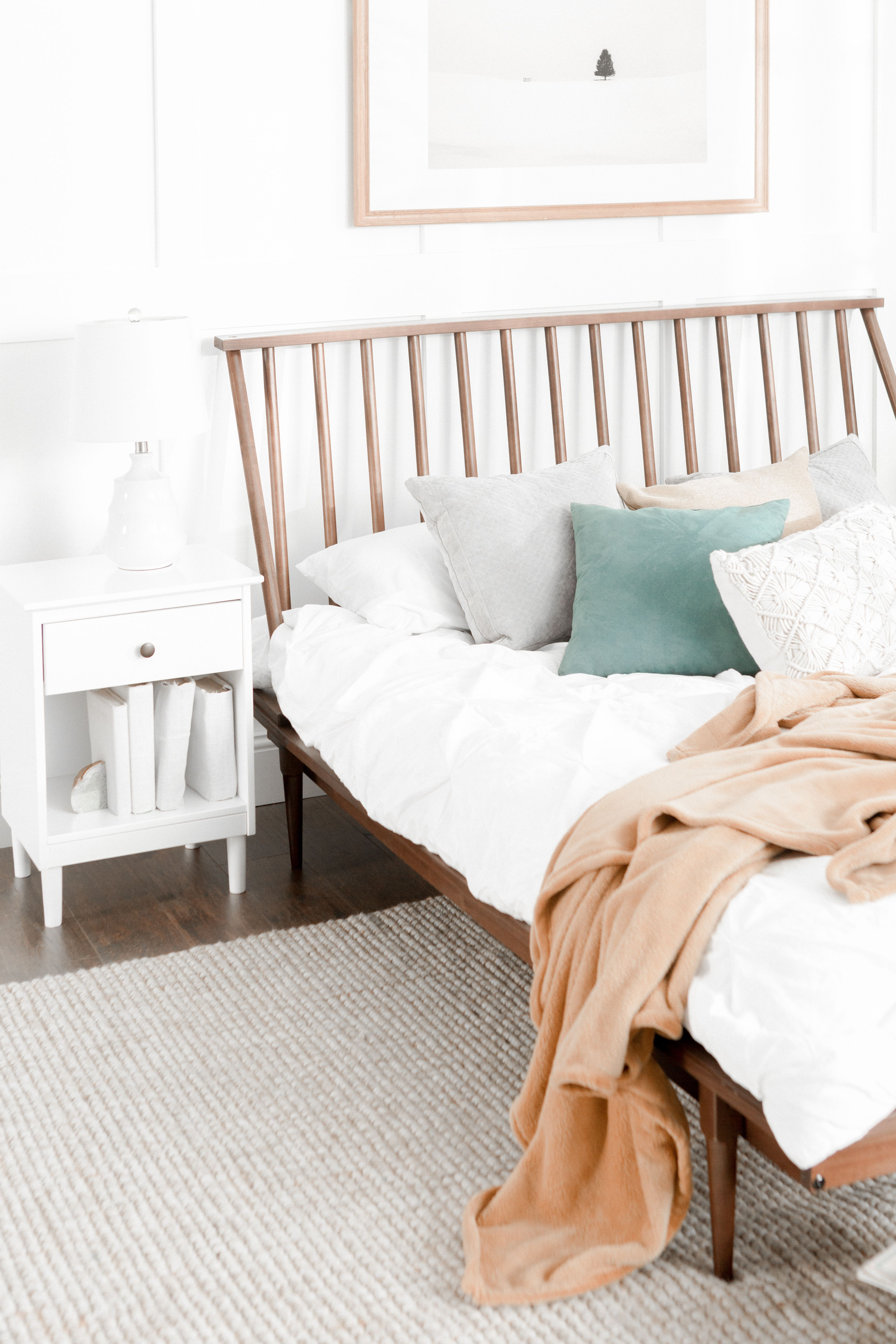 Spindle Back Solid Wood Queen Bed (With images) Modern
