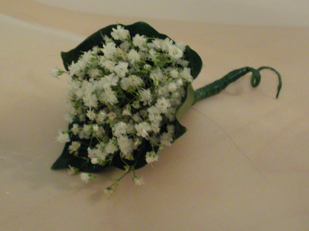 Gyp buttonhole with greenery