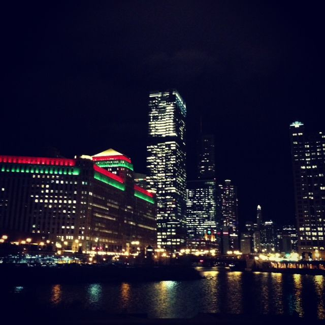Lighting Chicago Il: The Merchandise Mart In Holiday Lights