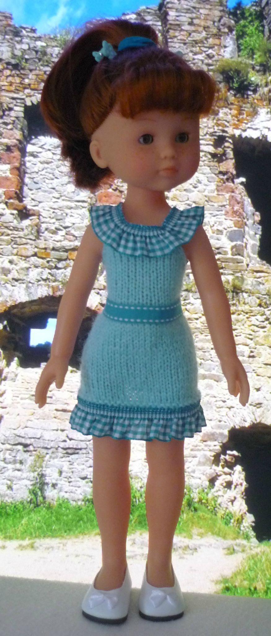 Robe turquoise pour poupée Chérie: 1) http://marieetlaines.canalblog.com/archives/2013/07/18/27176910.html 2) http://p1.storage.canalblog.com/19/68/1066432/87251417.pdf