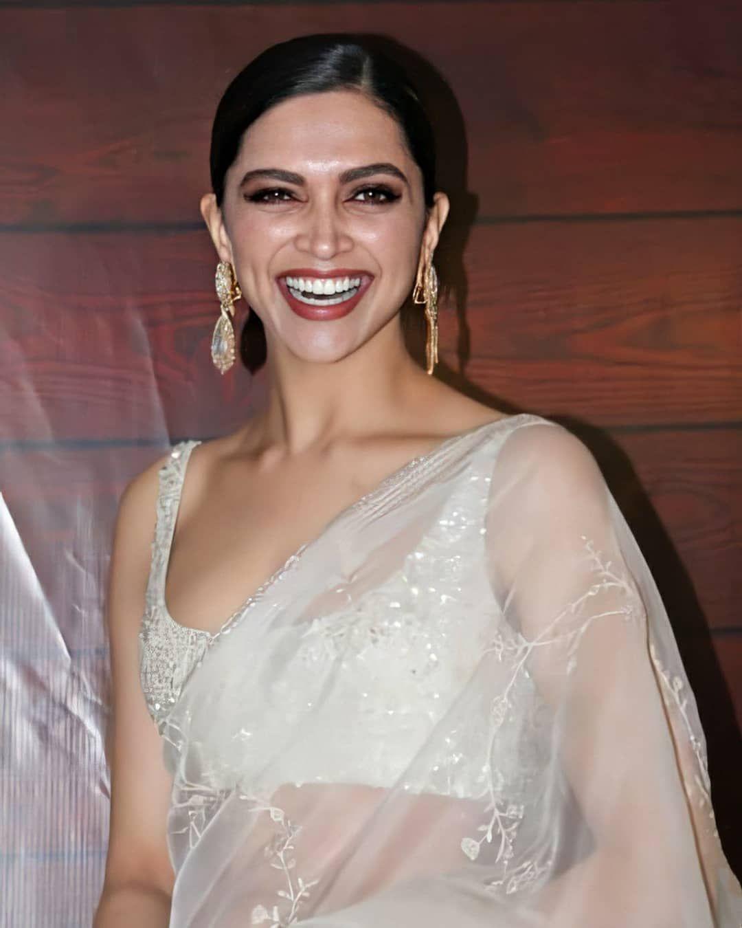 Deepika padukone looks divine as she turns up for javed