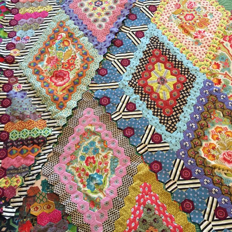 Mary Tolman pattern by the fabulous Brigitte Giblin. I'm so close and yet so far from a finish. A shout out to everyone that has finished this project. #brigittegiblin #brigittegiblinquilts