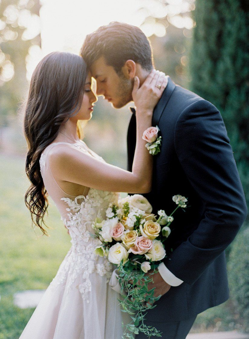 How To Have A Castle Wedding Like A Straight Up Princess Wedding Picture Poses Wedding Photoshoot Castle Wedding