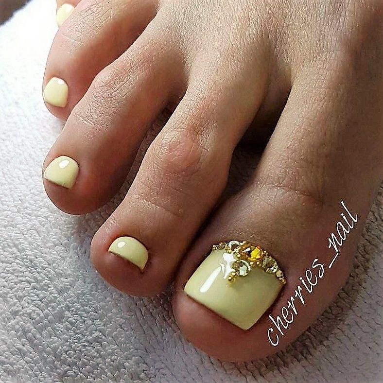 Pin By Phoenix Rising On Feet List Yellow Toe Nails Summer Toe Nails Pretty Toe Nails